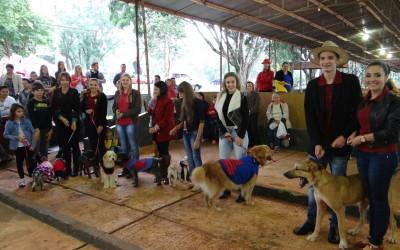 Desfile de pequenos animais encanta e comove público no 31º Hortigranjeiros